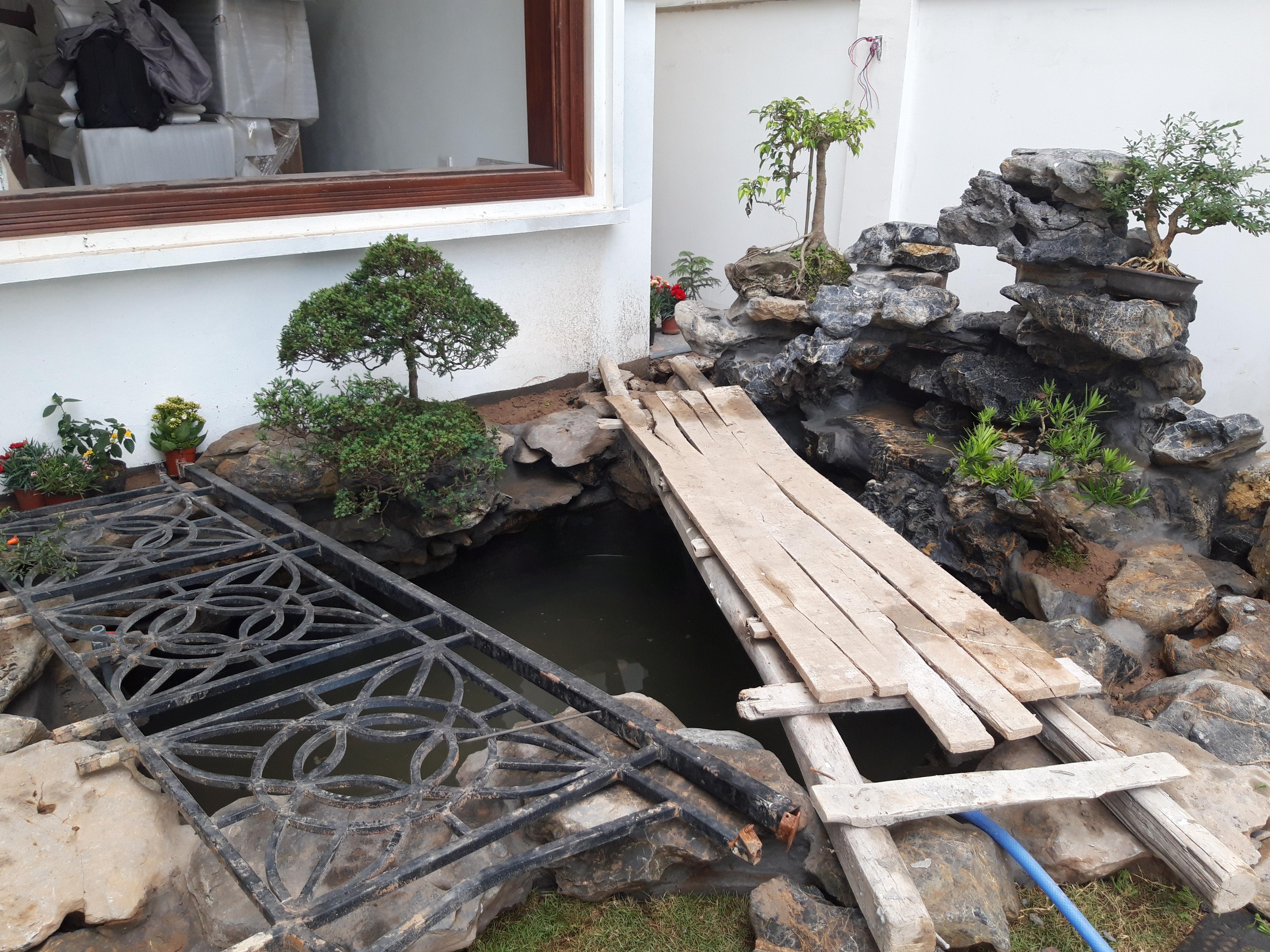 Công trình hòn non bộ, thác nước, hồ cá Koi, sân vườn tại nhà anh Bình Vincom Hoa sữa 805