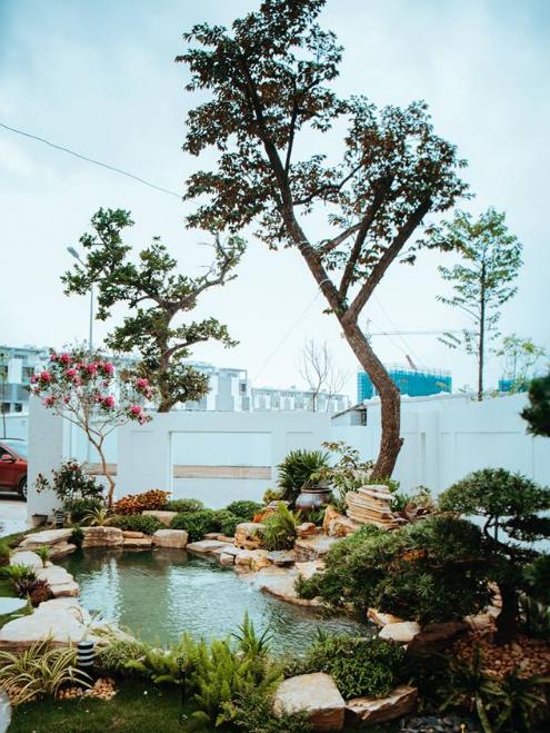 Hồ cá Koi, sân vườn tại Vincom Long Biên
